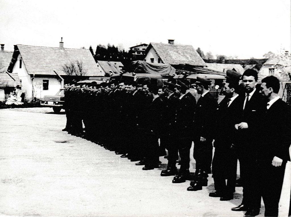 Skupinska slika poklicnih gasilcev v Celju